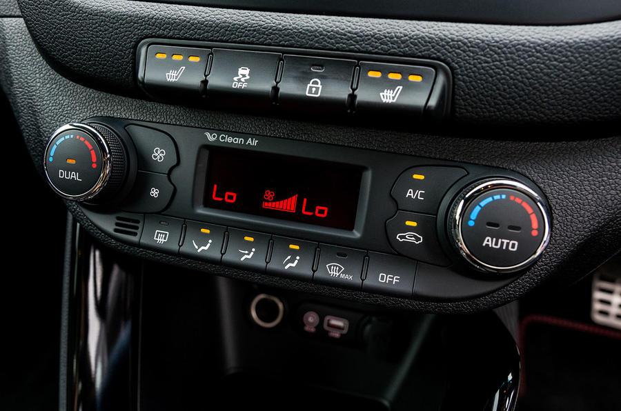 Kia Procee'd GT climate controls