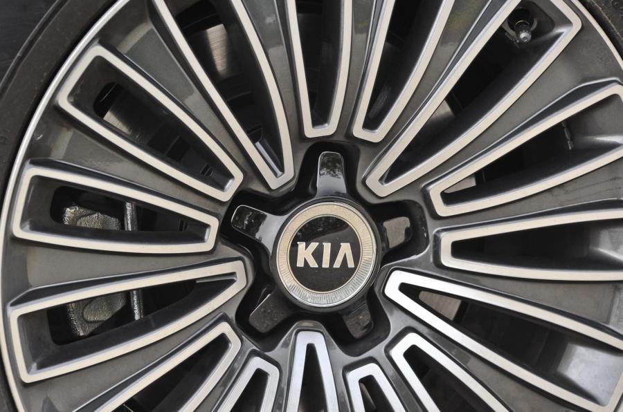 Kia Quoris alloy wheels