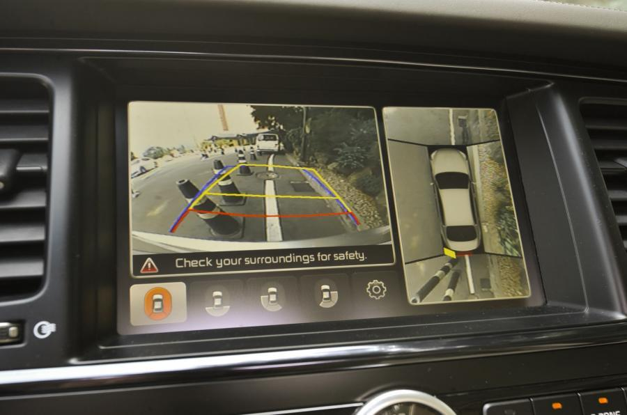 Kia Quoris reversing camera