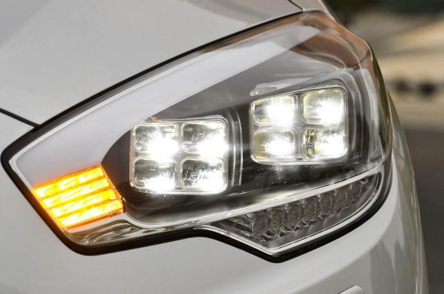 Kia Quoris LED headlights
