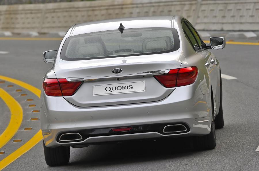 Kia Quoris rear cornering