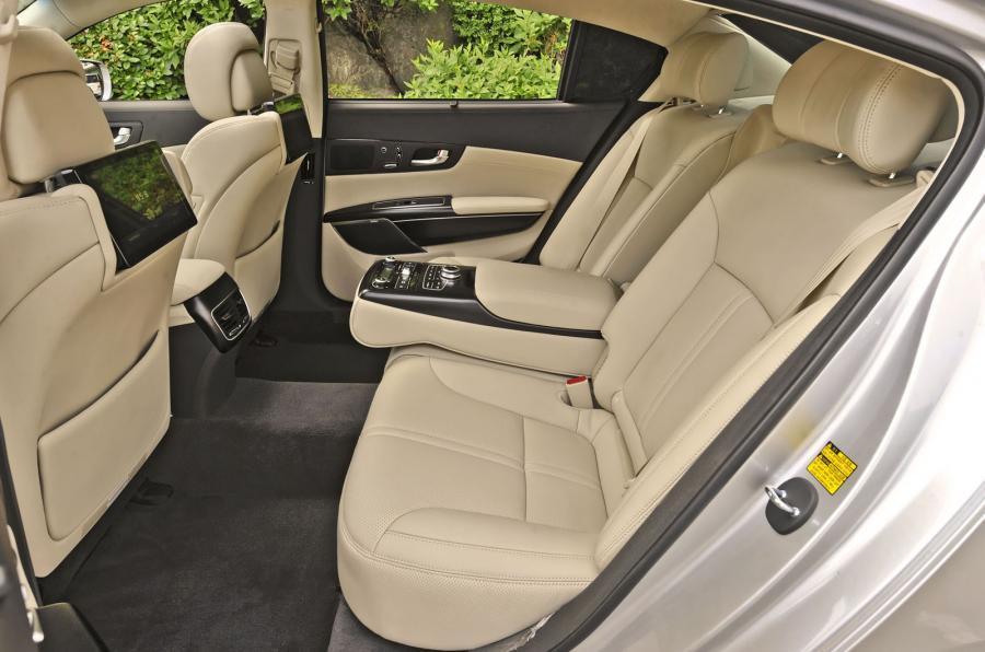 Kia Quoris rear seats