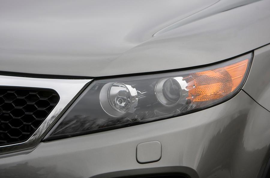 Kia Sorento headlights
