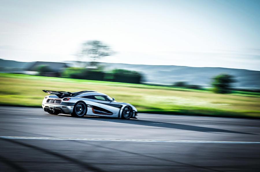 Koenigsegg One:1 rear cornering