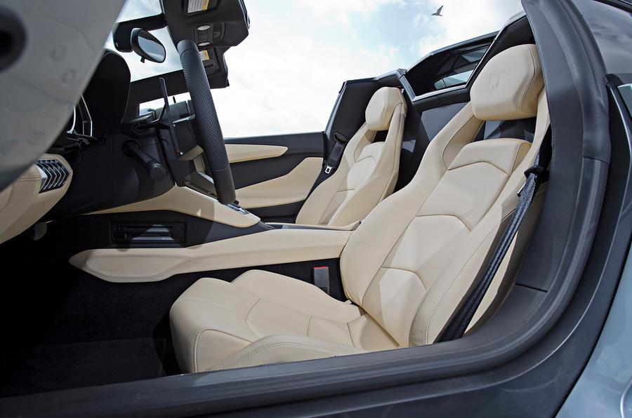 Lamborghini Aventador Roadster sport seats
