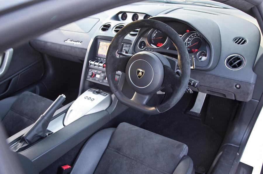 Lamborghini Gallardo LP560-4 dashboard