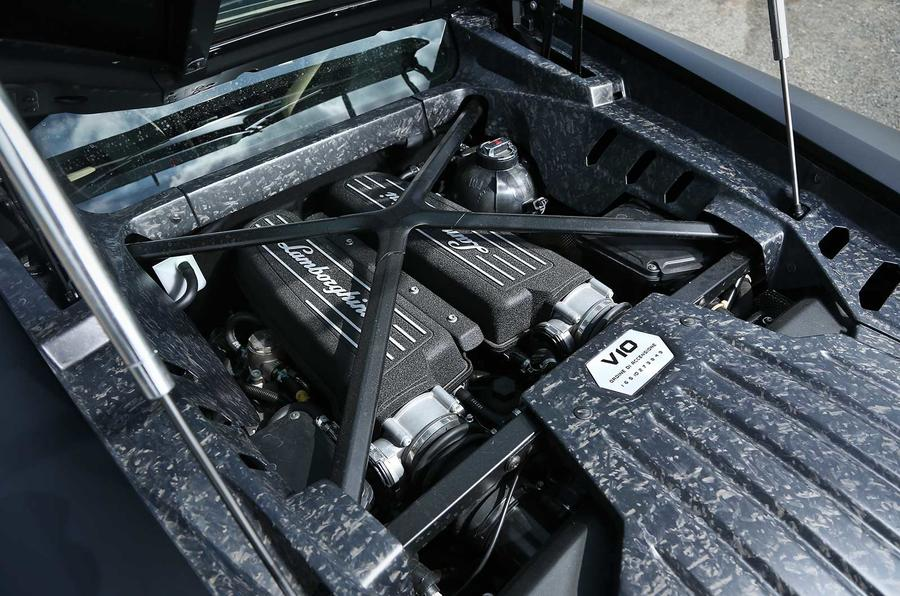 Hasil gambar untuk blue Lamborghini Huracan engine