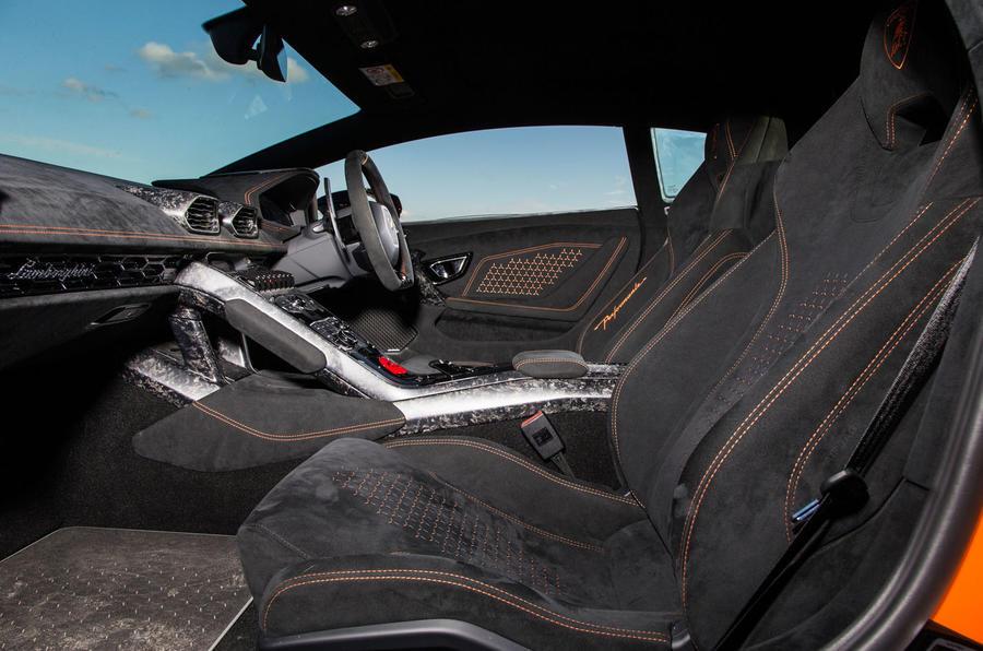 Lamborghini Huracán Performante Alcantara interior
