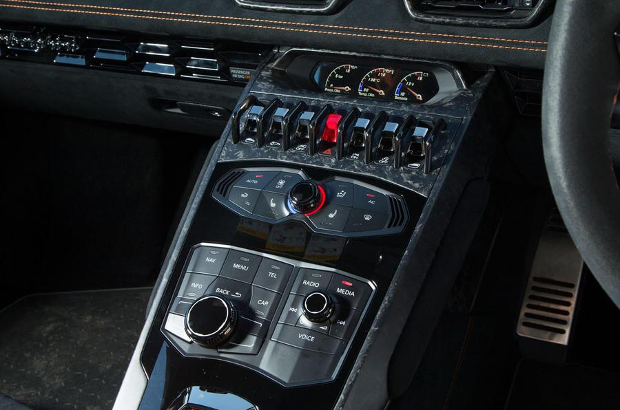 Attractive ... Lamborghini Huracán Performante Centre Console ...