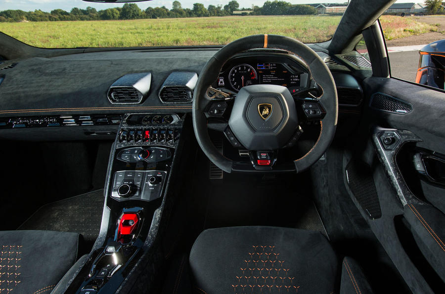 Lamborghini Huracán Performante dashboard