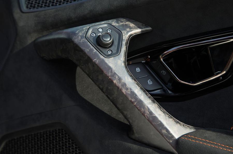 Lamborghini Huracán Performante door mirror controls