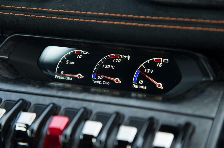 Lamborghini Huracán Performante temperature dials