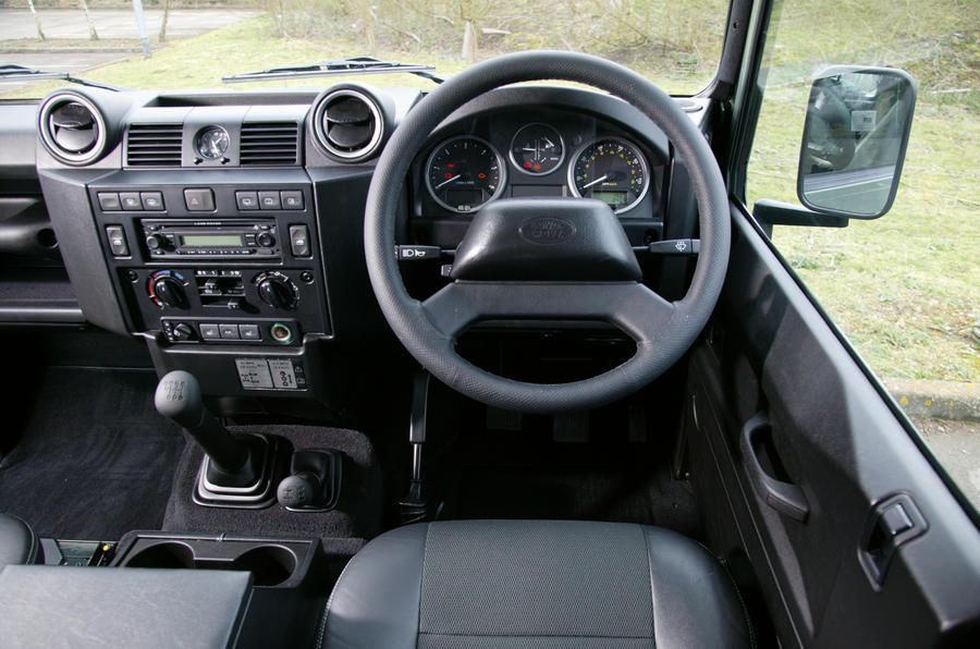 Perfect ... Land Rover Defenderu0027s Dashboard ...