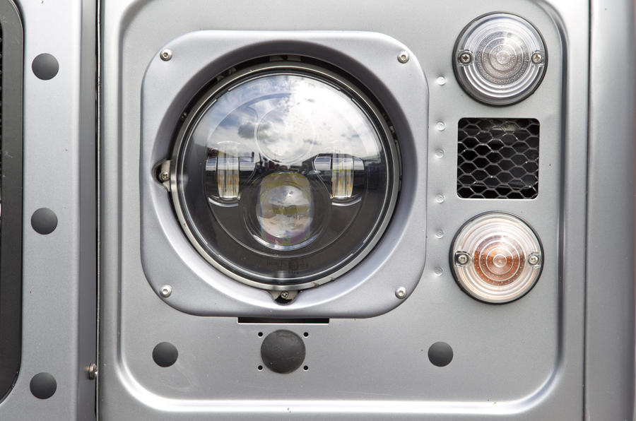 Land Rover Defender Twisted xenon headlights