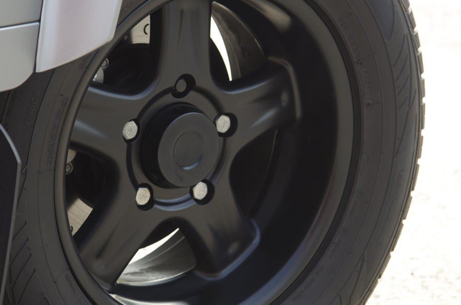 Land Rover Defender Twisted alloy wheels