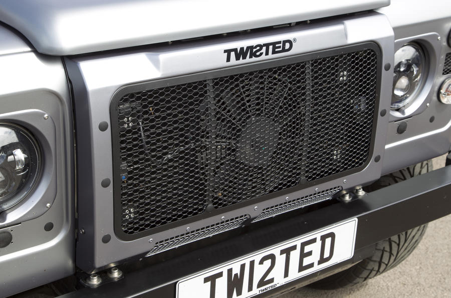 Land Rover Defender Twisted front grille