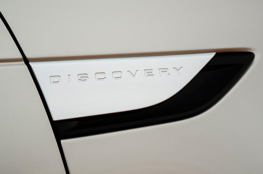 Land Rover Discovery side badging