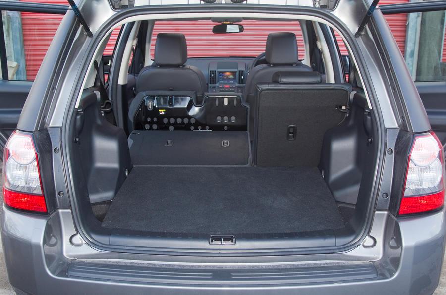 Wide Load Sign >> Land Rover Freelander 2003-2014 interior | Autocar