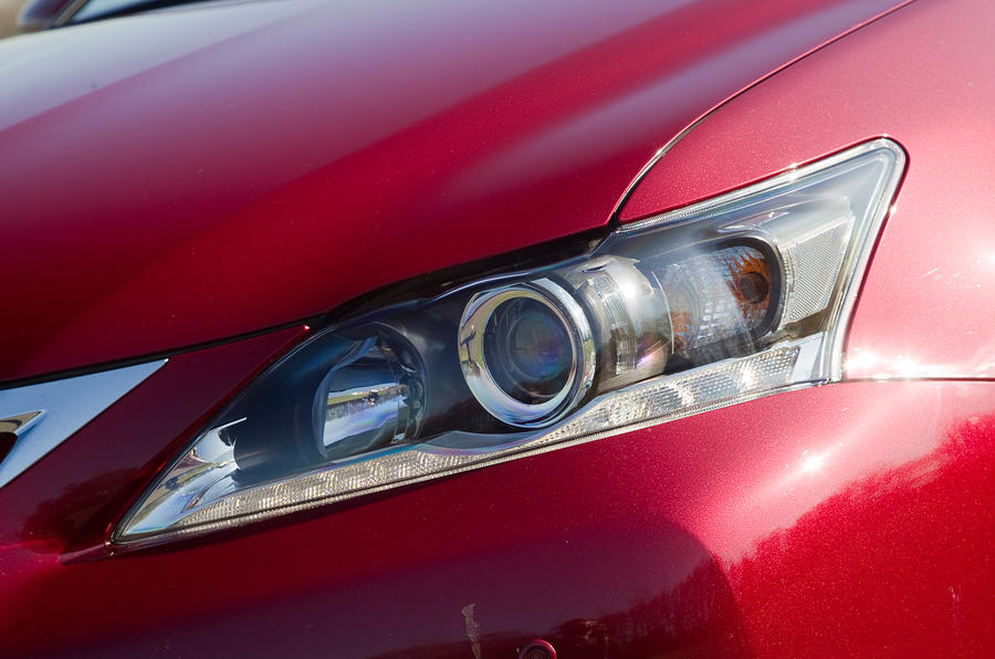 Lexus CT LED and xenon headlights