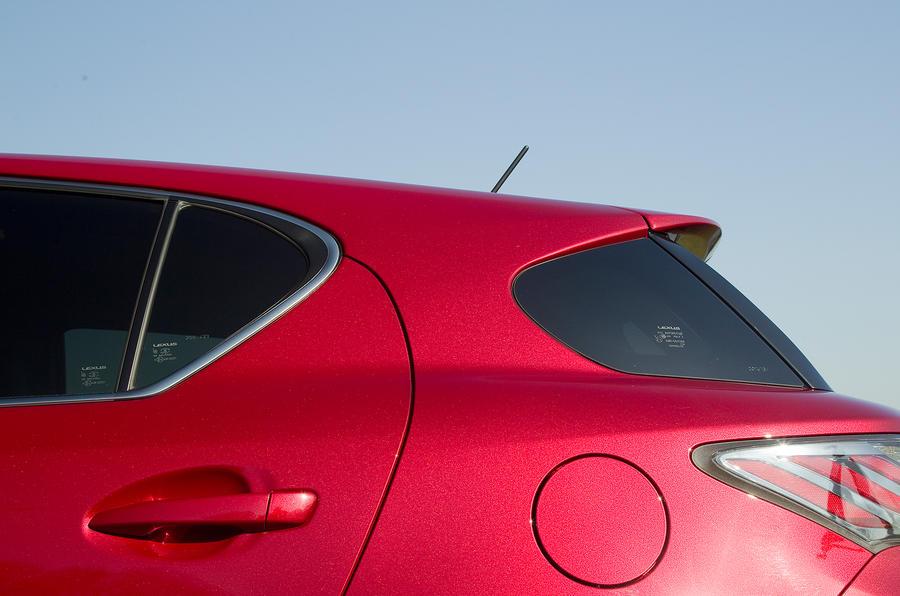 Lexus CT wraparound rear window
