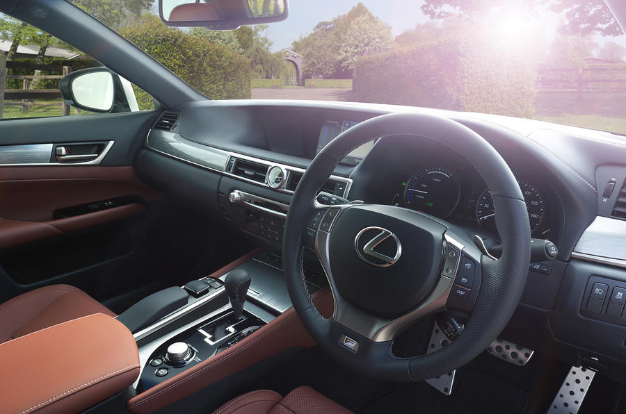 Lexus GS450h Luxury dashboard