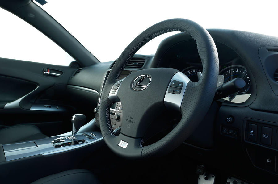Lexus IS steering wheel