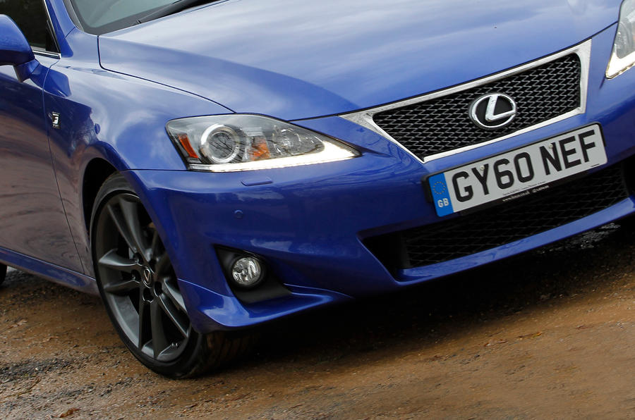 Lexus IS front grille