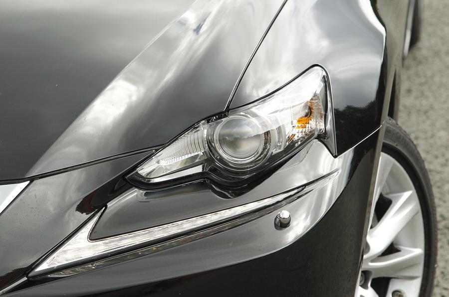 Lexus IS xenon headlights