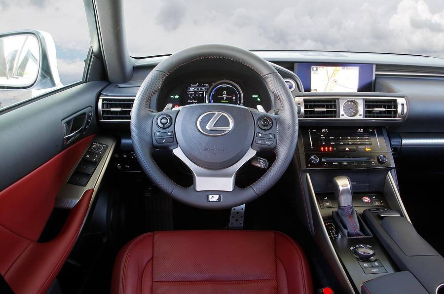 Lexus IS300h dashboard
