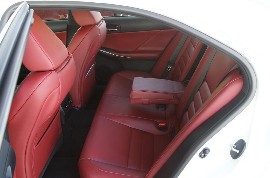 Lexus IS300h rear seats