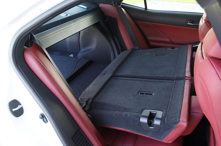 Lexus IS300h seating flexibility