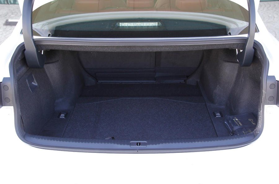 Lexus IS300h boot space