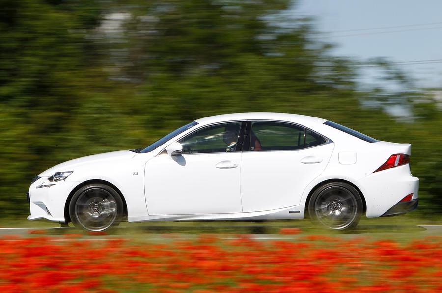 Lexus IS300h side profile