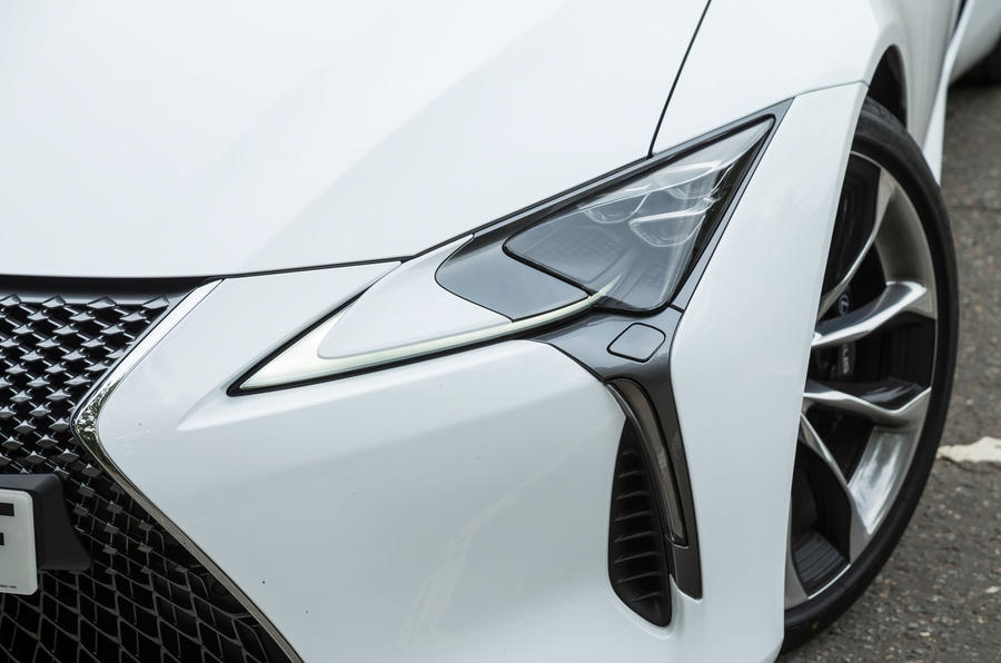 Lexus LC500 LED headlights