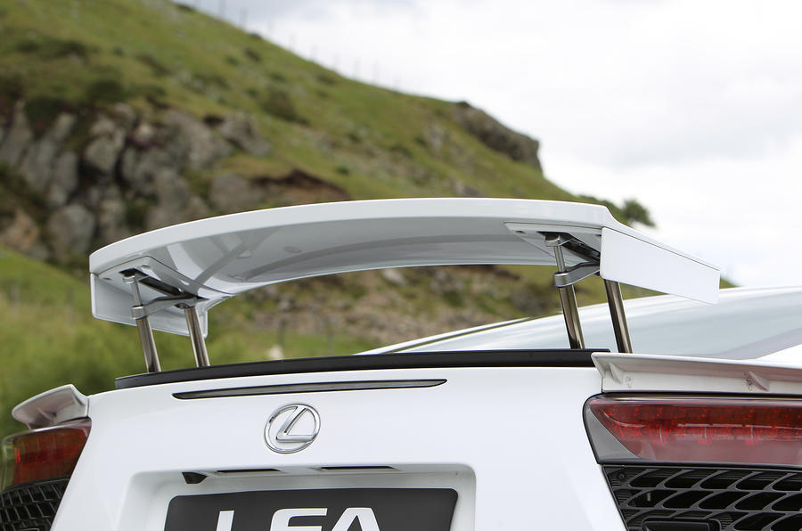 Lexus LFA rear wing