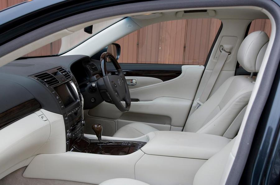 Lexus LS front seats