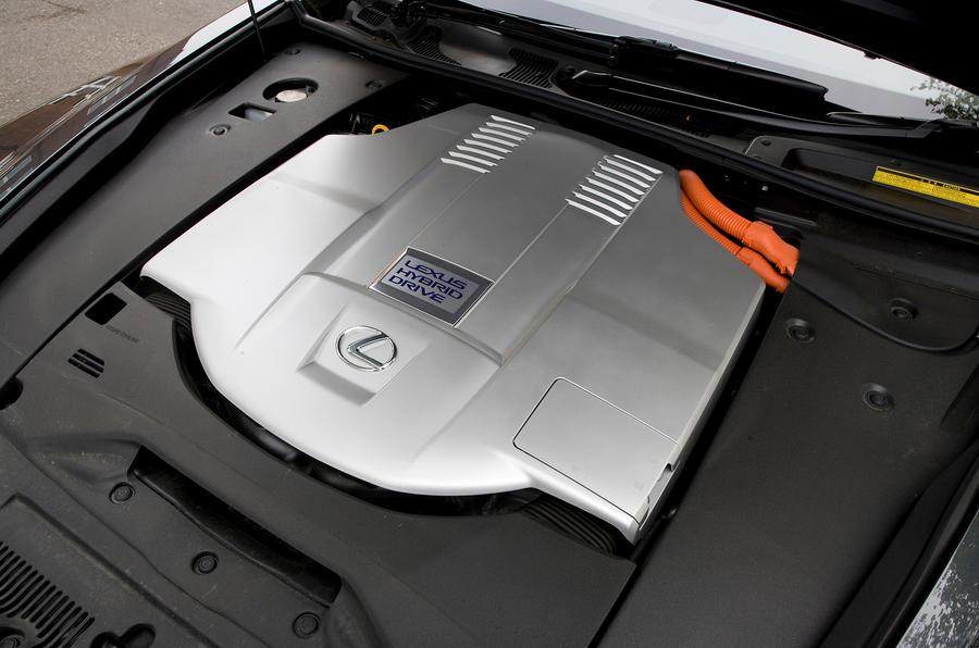 Lexus LS 4.6-litre V8 engine