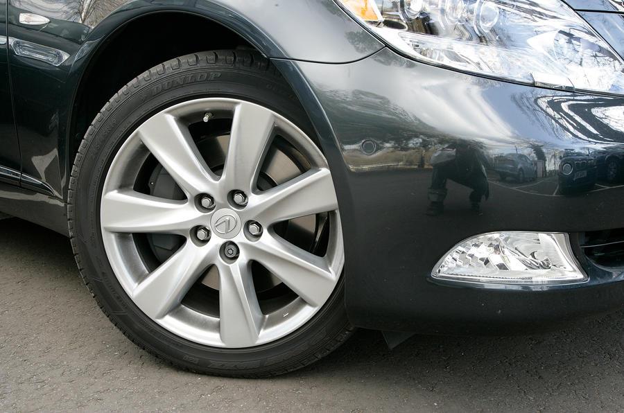 Lexus LS 19in alloy wheels
