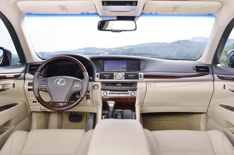 Lexus LS640 dashboard