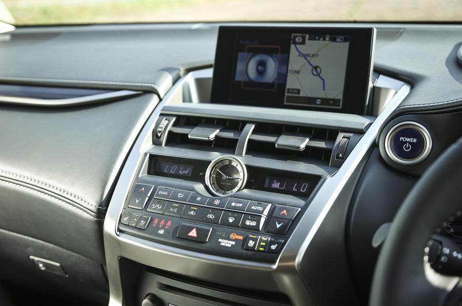 Lexus NX centre console