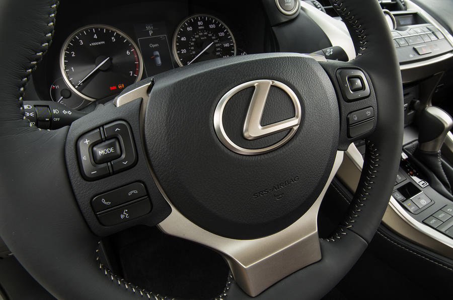 Lexus NX300h steering wheel controls