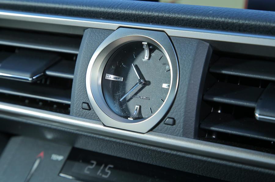 Lexus RC-F built-in clock