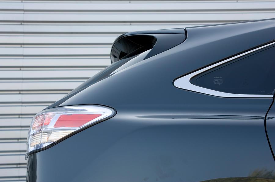 Lexus RX rear windscreen