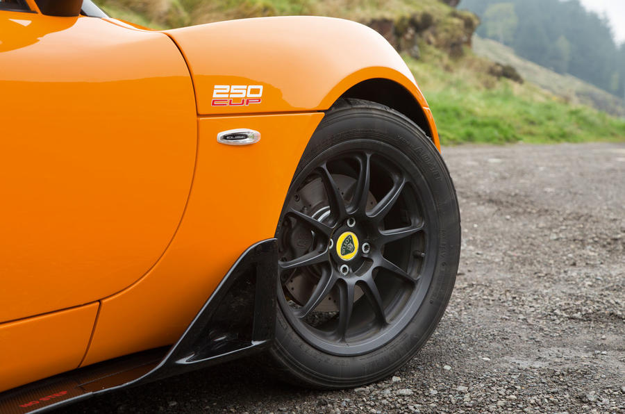 Lotus Elise Cup 250 black alloys