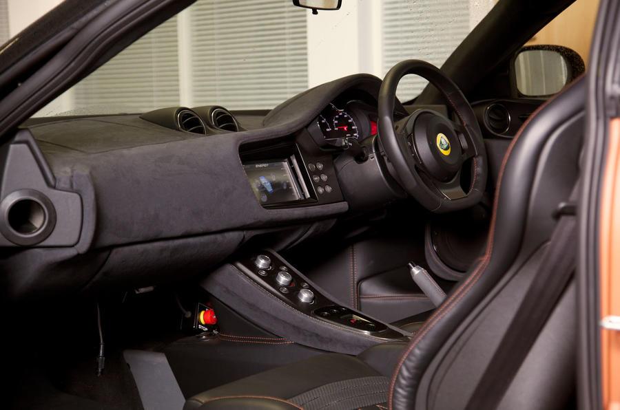 Lotus Evora 414E Hybrid interior