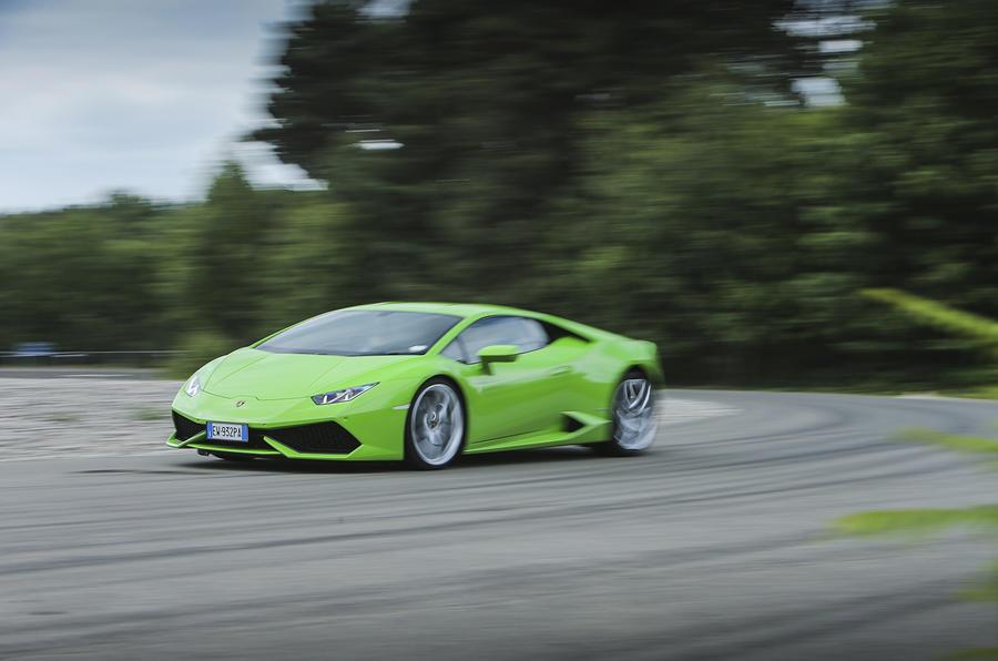 Lamborghini Huracán hard cornering
