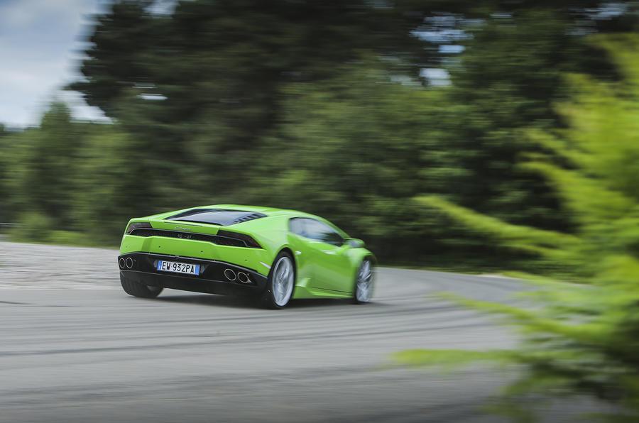 Marvelous ... Lamborghini Huracán Cornering ...