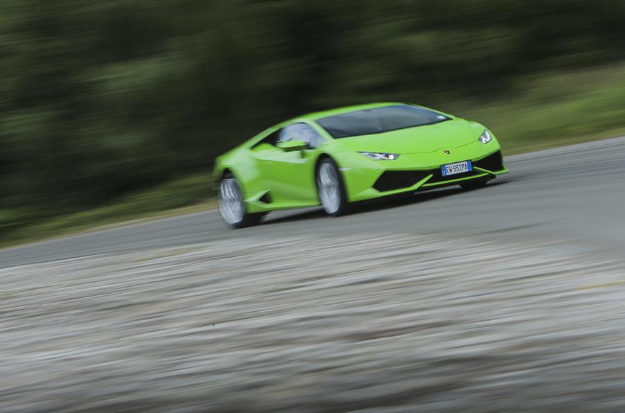 Lamborghini Huracán cornering