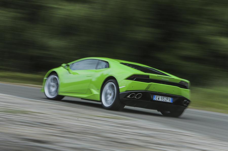 Lamborghini Huracán rear cornering