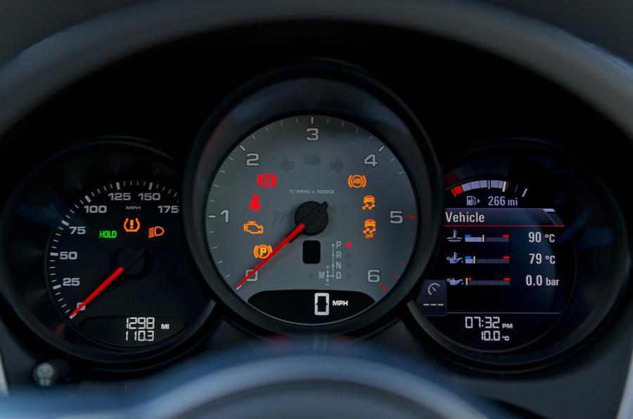 Porsche Macan S Diesel instrument cluster